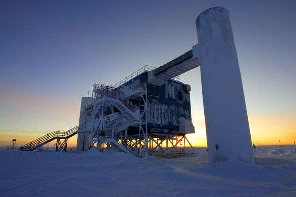 A photograph showing Antarctica's skyscraper-sized IceCube neutrino detector lab. Image: National Geographic